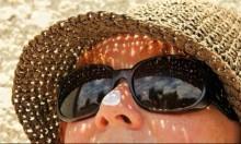 """واقٍ شمسيٌّ جديد """"يلتصق"""" بالجلد ولا يتسرب إلى الخلايا"""