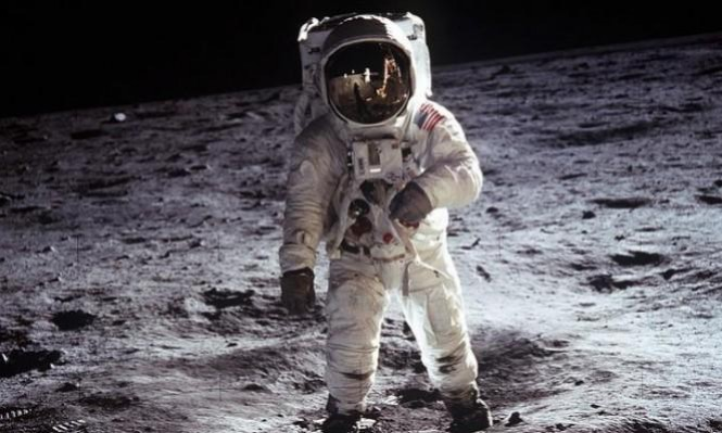 الذكرى الـ49 لأول هبوط بشري على سطح القمر