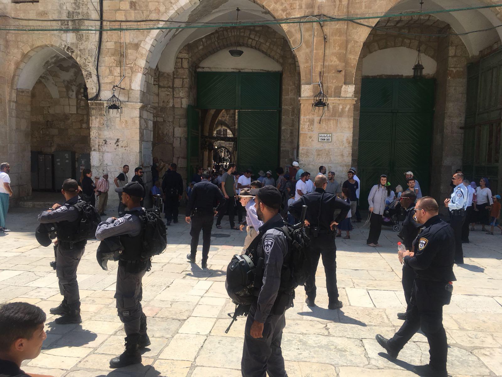 مستوطنون يحاولون الاعتداء على المفتي بالقدس والفصائل تحذر