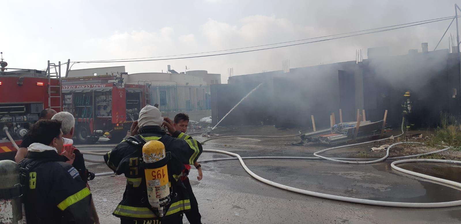 كفر قرع: حريق هائل في منجرة ومخزن أخشاب