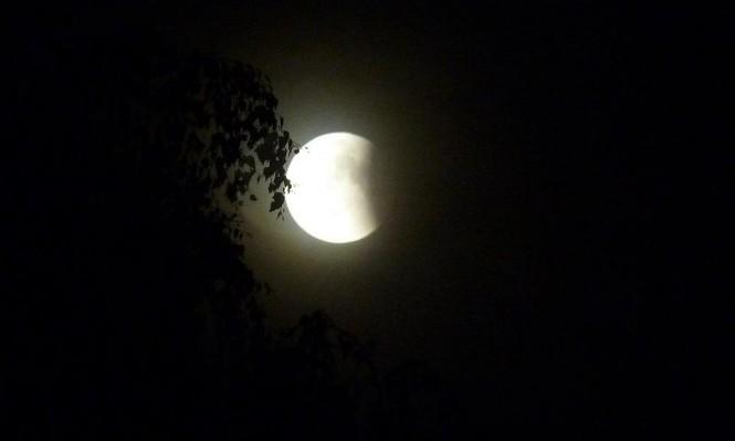 خسوف كامل للقمر ليلة الجمعة السبت