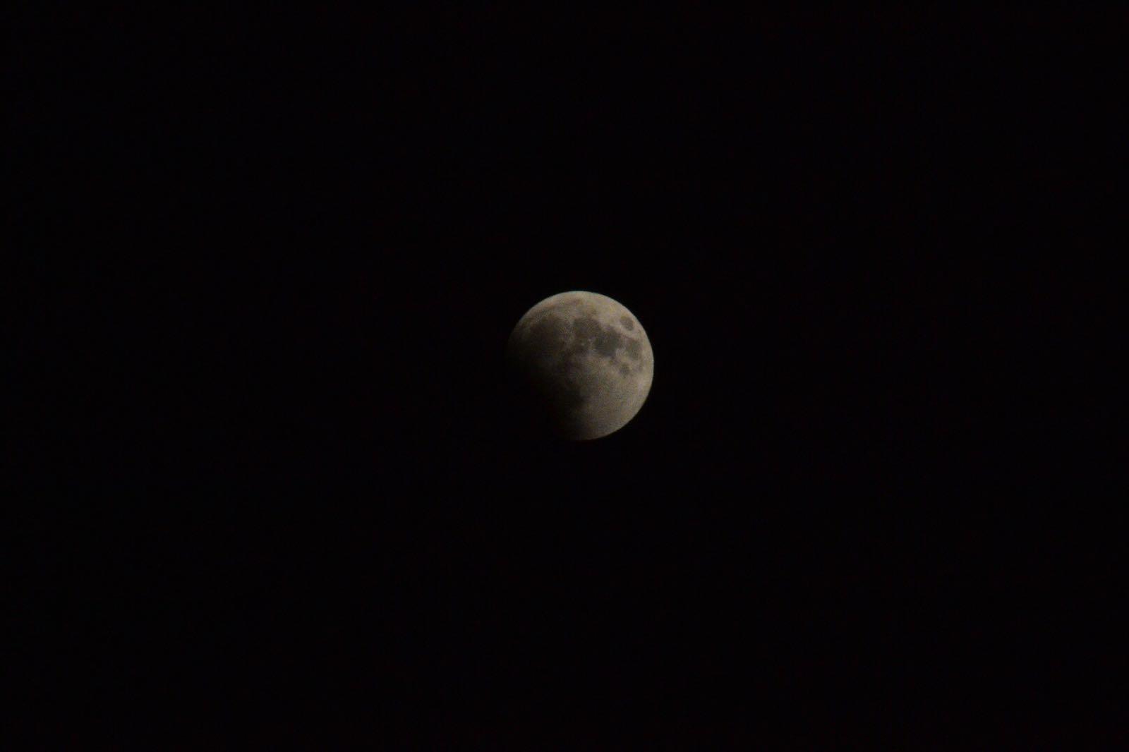 فلسطين تشهد خسوفا كليا للقمر