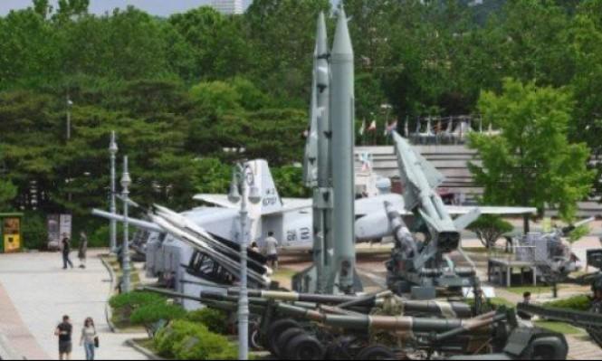 طائرة أميركية تنقل رفات جنود قتلوا في الحرب الكورية