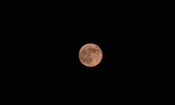 ظهور القمر الأحمر ليلةالجمعةالموافق 27/7/2018