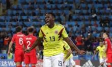 برشلونة يحدد سعر مدافعه الكولومبي مينا