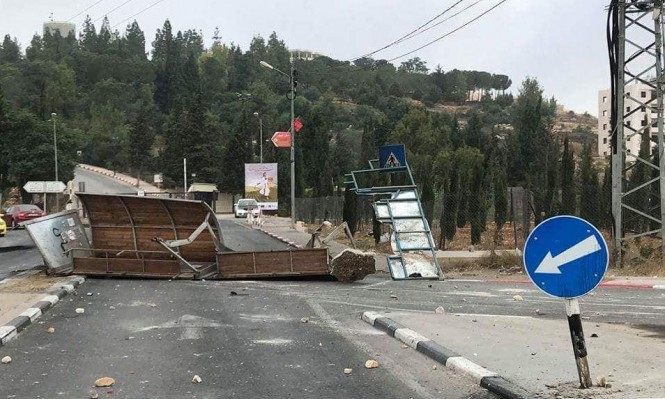 طلاب جامعة بيرزيت يتصدون لاقتحام الاحتلال
