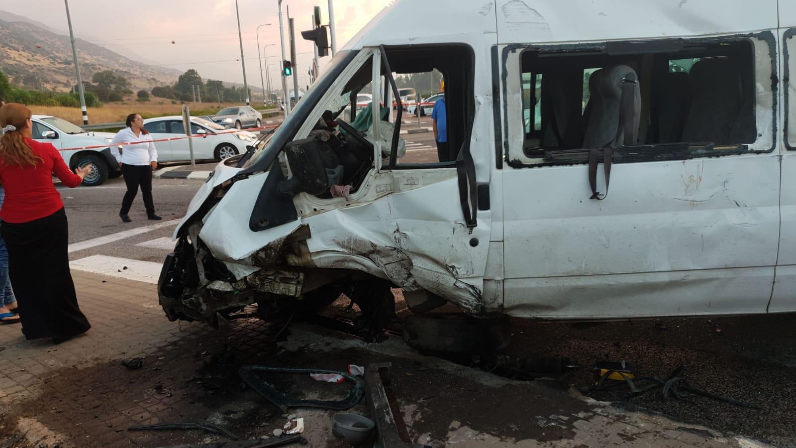 15 إصابة إحداها خطيرة بحادث طرق بالجليل