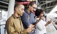 البريطانيون يستخدمون الهواتف النقالة لغير هدفها الأصلي