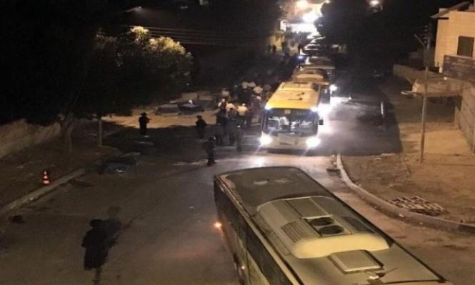مواجهات واعتقالات بالضفة ومئات المستوطنين يقتحمون قبر يوسف
