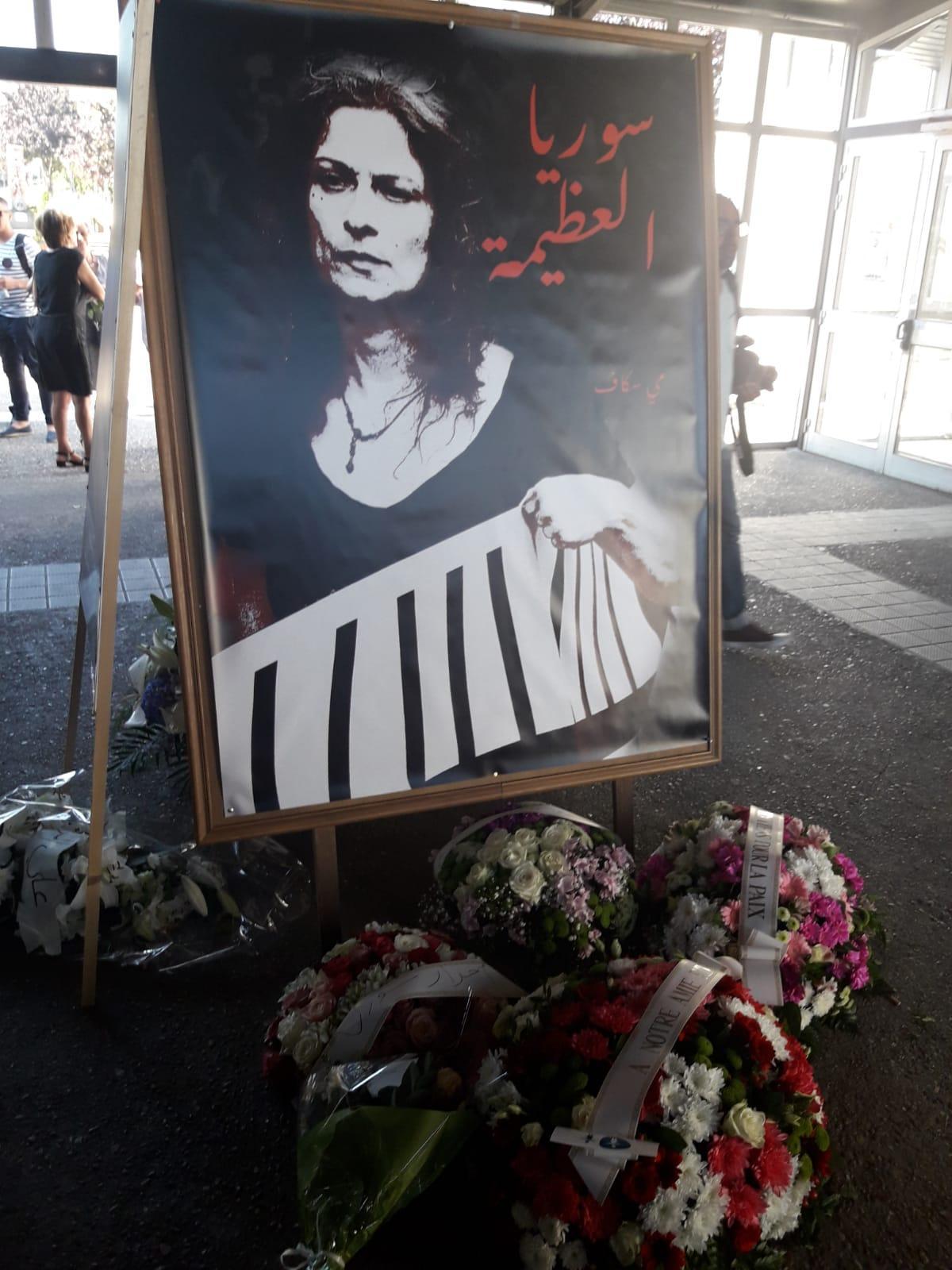 جنازة مهيبة للفنانة والمناضلة مي سكاف في باريس