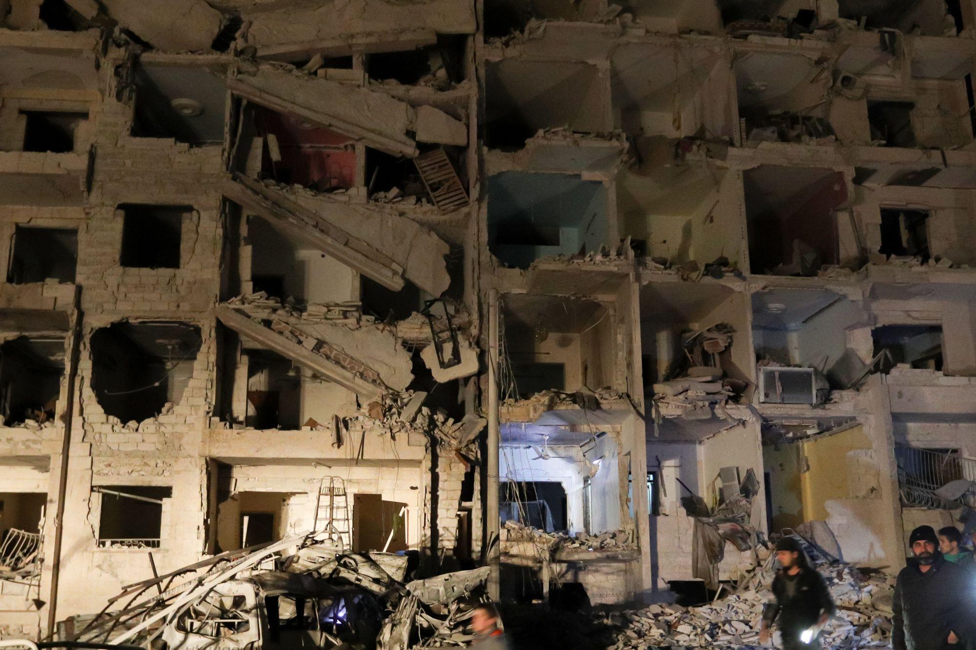 إدلب: أثر الغارات يرى، أثر الغارات لا يزول (أ ف ب)