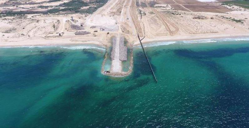 الاحتلال ينجز حاجزًا مائيًا على الحدود البحرية مع غزة