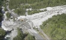 انهيار أرضي يجرف مركبات شمال غربي إيطاليا