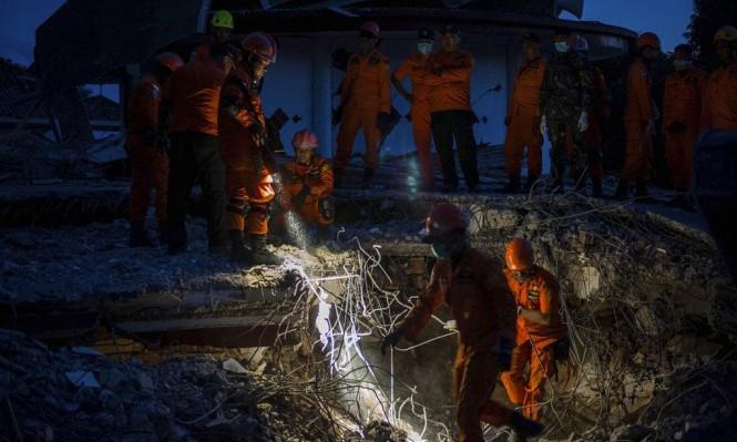 أندونيسيا: مواصلة البحث عن ناجين من الزلزال