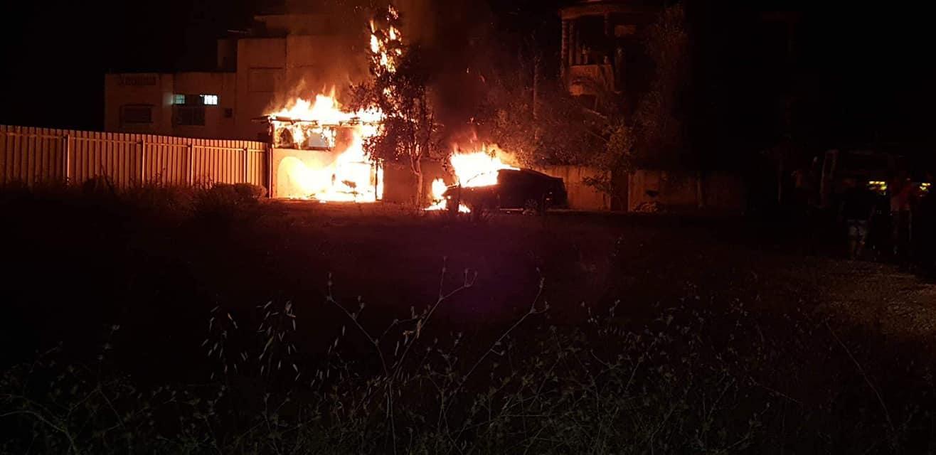 قلنسوة: اندلاع النار في منزل وسيارتين