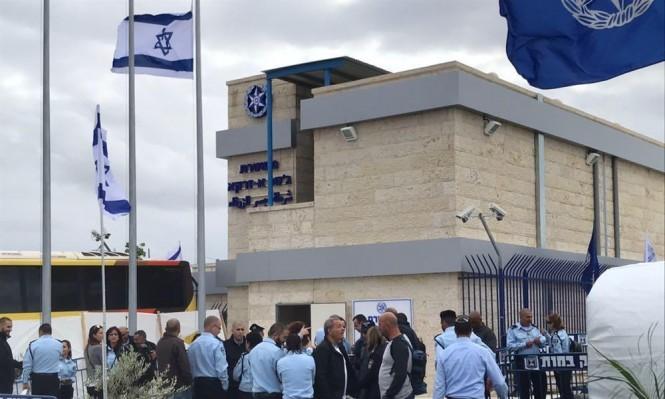 جسر الزرقاء: إبعاد شابين بزعم محاولة إنزال علم إسرائيل