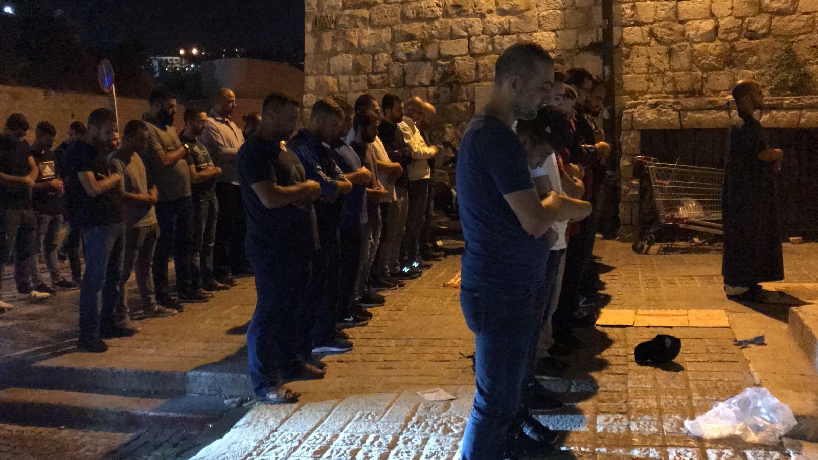الاحتلال يُغلق الأقصى والمصلّون يعتصمون