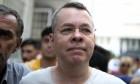 القضاء التركي يرفض الإفراج عن القس الأميركي الذي تسبب اعتقاله بأزمة