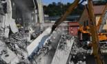اكتشاف مركبة سحقتها كتلة خرسانية يرفع عدد ضحايا جسر موراندي