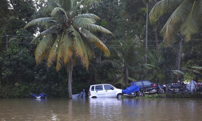 الهند: ارتفاع حصيلة ضحايا الفيضانات إلى 400
