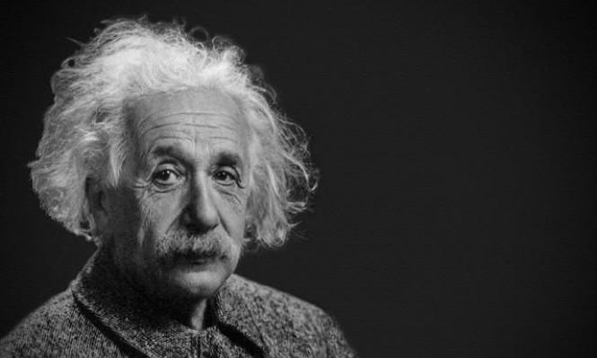 """كيفَ أساءت السينما استخدام """"النظرية النسبية"""" لآينشتاين؟"""