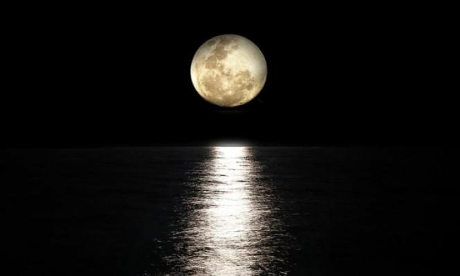 ناسا تعثر على مياه جليدية على سطح القمر