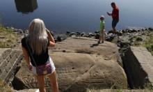 """الجفاف يكشف """"صخور الجوع"""" (صور)"""