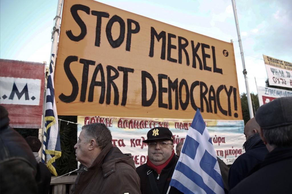 من مظاهرة في أثينا منددة بميركل (أ ب)