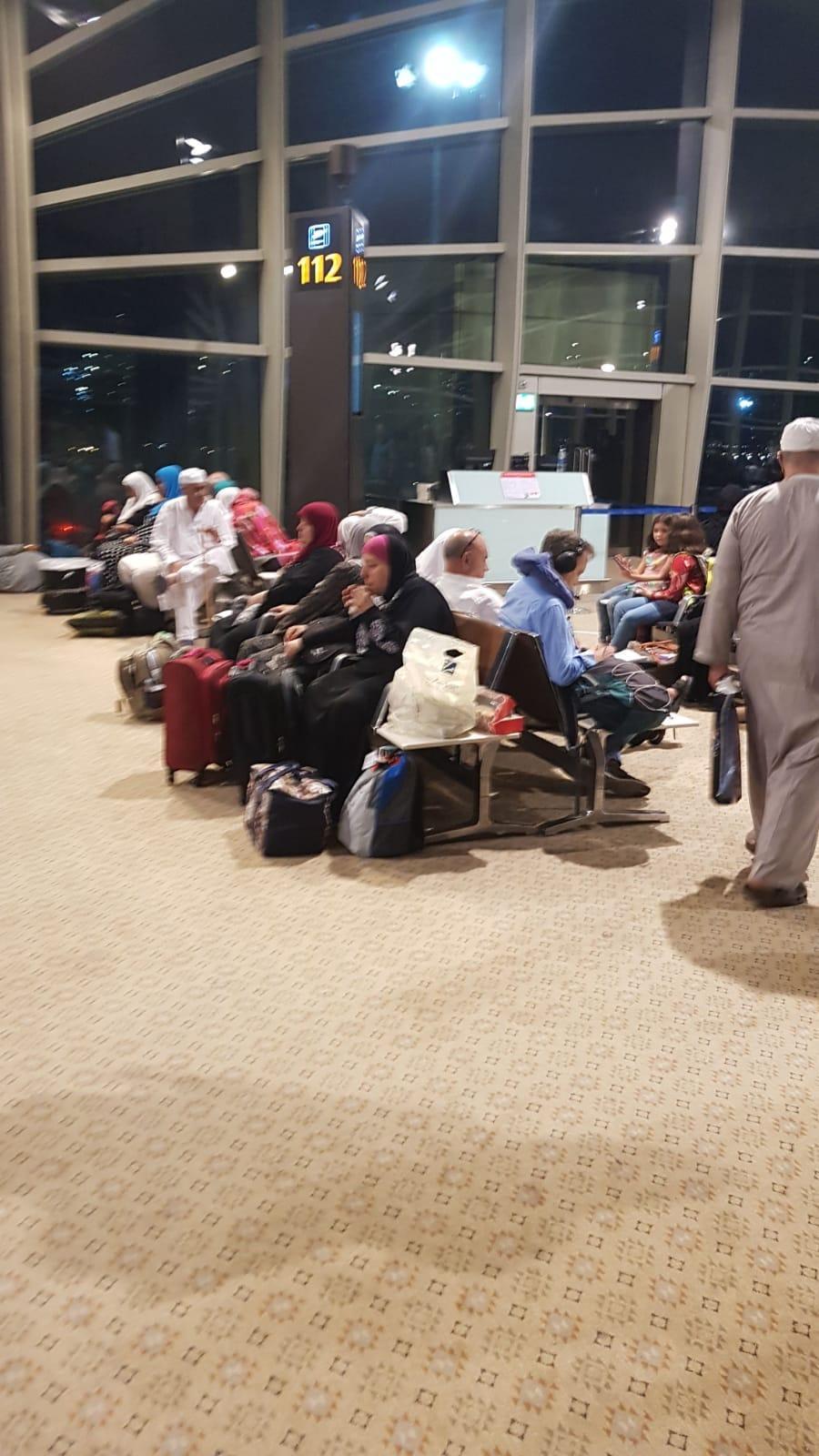 حجاج من الداخل عالقون في مطار عمان... من المسؤول؟