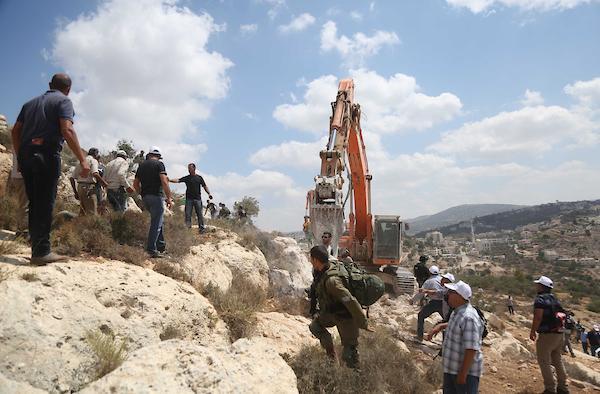 عشرات الإصابات في مواجهات مع الاحتلال غرب رام الله