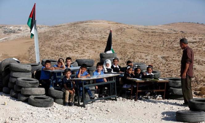 مدرسة في الخليل: الإطارات مقاعد والجدران دمّرها الاحتلال