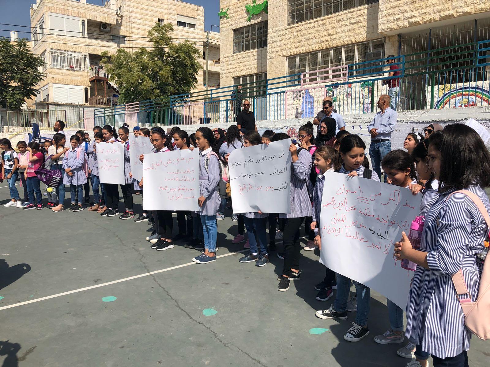 العيساوية: احتجاج على النقص بالغرف الصفية ورفضا للمنهج الإسرائيلي
