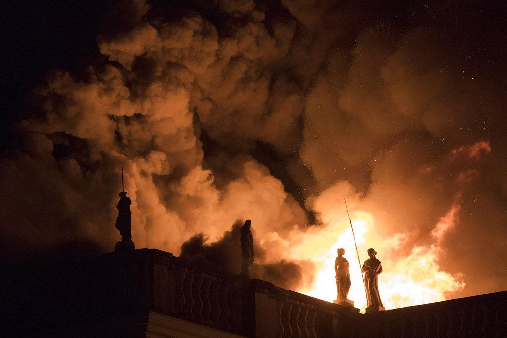 """حريق متحف بالبرازيل أتى على """"أعمال وأبحاث ومعرفة 200 عام"""""""