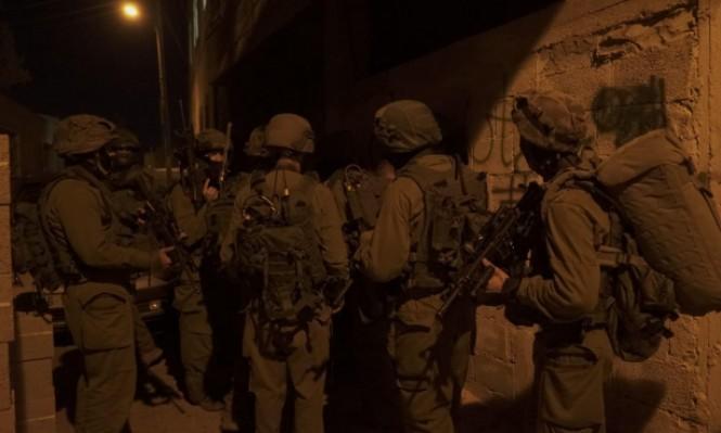 اعتقال 10 شبان بالضفة والاحتلال يستهدف المزارعين والصيادين بغزة