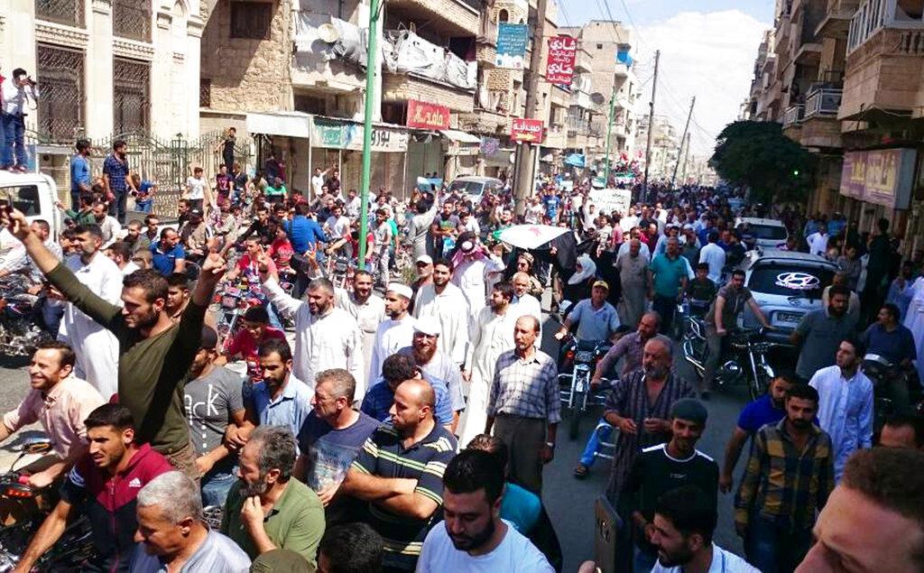 خاص | أهالي إدلب: لا نملك رفاهية الاستعداد للمعركة