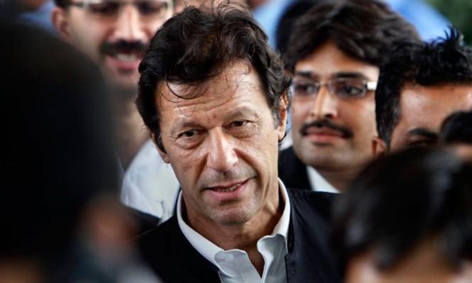 باكستان: عمران خان يتراجع في أول تحد مع الأحزاب الإسلامية