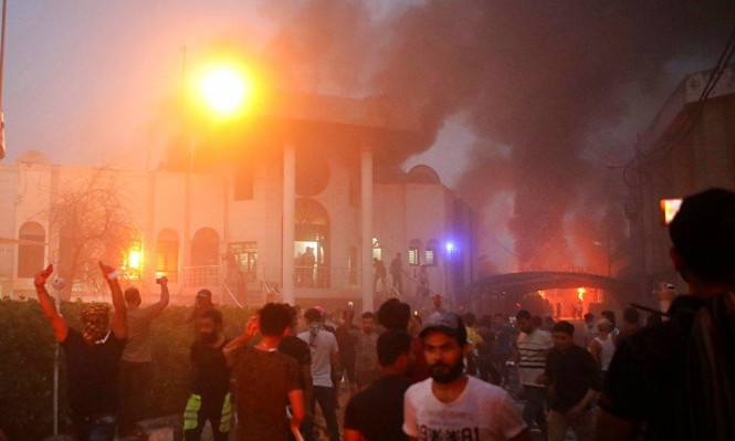 احتجاجات البصرة: إضرام النيران بالقنصلية الإيرانية وفرض حظر تجول