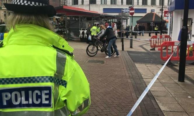 امرأة تطعن رجلا ببريطانيا وسط ملاحقتها للناس في الشارع