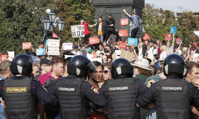 روسيا: اعتقال أكثر من 150 محتجا على سياسات بوتين