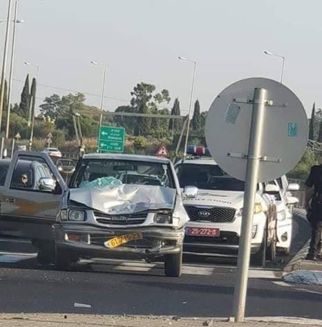 الجليل: مطاردة سيارة مسروقة تنتهي بحادث وضرب السائق