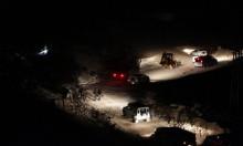 الاحتلال يغلق طرقًا فرعية مؤدية إلى الخان الأحمر