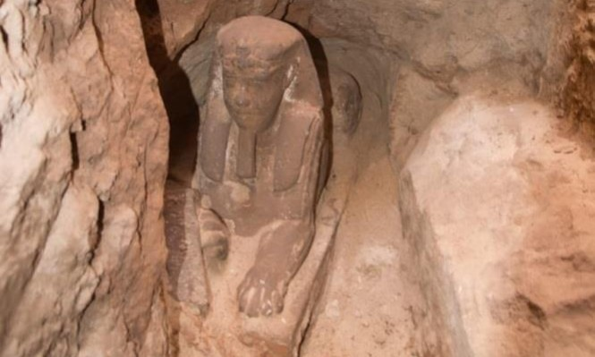 """مصر: اكتشافُ تمثال جديد لـ""""أبو الهول"""""""