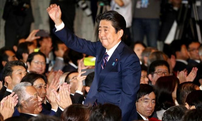الحزب الحاكم يجدد ثقته برئيس الوزراء الياباني لولاية ثالثة