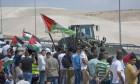 الاحتلال يخطر بهدم  الخان الأحمر مطلع أكتوبر