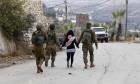 الاحتلال يعتقل طفلة مقدسية لإجبار شقيقها على تسليم نفسه