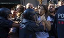 الشرطة الإسبانية تشتبك مع متظاهرين كتالونيين في برشلونة