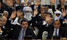 الحزب الحاكم بالجزائر يلوح بتعطيل البرلمان