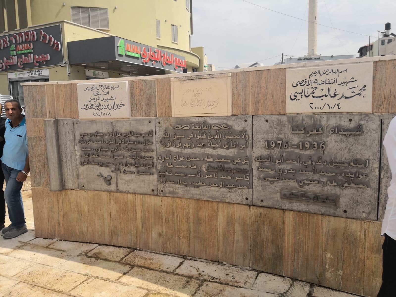 18 عاما على هبة القدس والأقصى: زيارات وورود على أضرحة الشهداء
