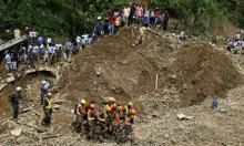 قبر جماعي لضحايا الزلزال والتسونامي في إندونيسيا