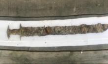 طفل سويدي يعثرُ مُصادفةً على سيف من العصر الحديدي